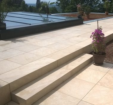 HM Fries - Naturstein auf Balkon und Terrasse